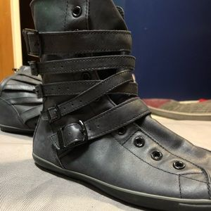 Converse all star black leather high top zip up